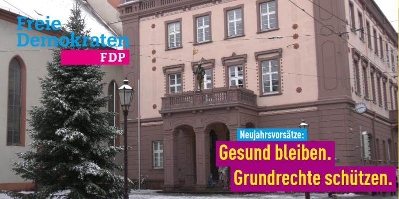 """Bild des Durlacher Marktplatzes mit dem Wunsch """"Gesund bleiben. Grundrechte schützen."""""""